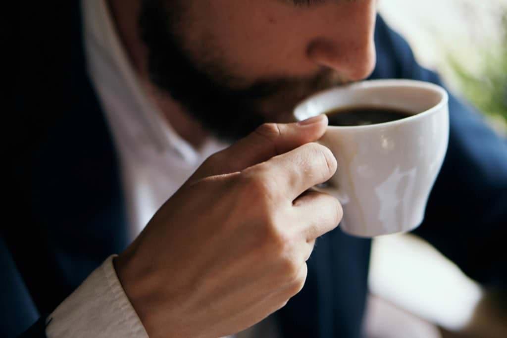 Можно ли пить кофе при геморрое Его влияние на организм
